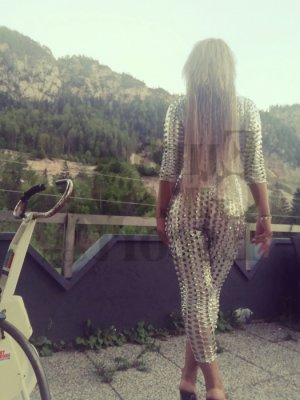 Alyse erotic massage in Naranja, live escorts