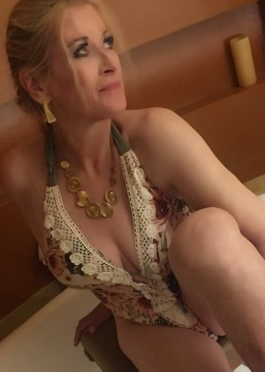 Anthia tantra massage in Del Aire and escort