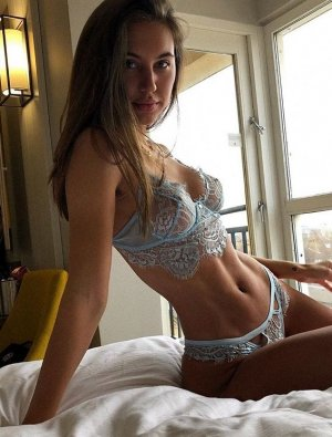 Maud escort girl and thai massage